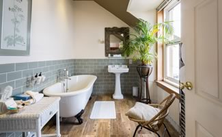 bathroom-with-bath